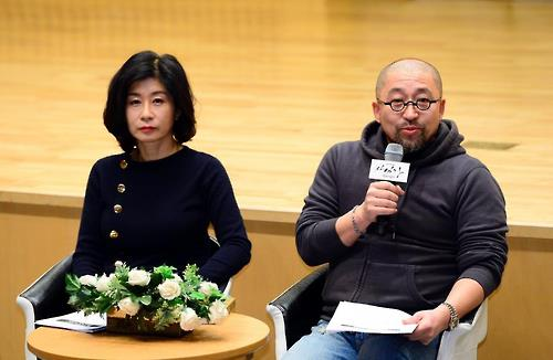 "In this photo provided by SBS TV, screenwriter Park Eun-ryung (L) and director Yoon Sang-ho of ""Saimdang, Memoir of Colors"" speak to reporters at a press conference in Seoul on Jan. 17, 2017."