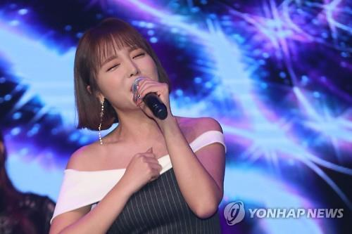 "Hong Jin-young performs during a showcase to mark the release of her digital single album ""Loves Me, Loves Me Not"" in Seoul on Feb. 9, 2017."