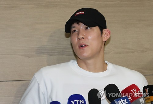South Korean swimmer Park Tae-hwan speaks to reporters at Incheon International Airport before leaving for Sydney on Feb. 15, 2017.