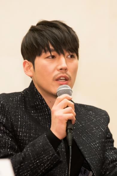 "In this photo provided by OCN, actor Jang Hyuk, star of TV crime series ""Voice"" speaks to reporters at the Stanford Hotel in western Seoul on Feb. 15, 2017."
