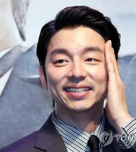 """In this file photo, South Korean actor Gong Yoo greets reporters during a publicity event in Seoul on Aug. 4, 2016, for the movie """"Age of Shadows."""" (Yonhap)"""