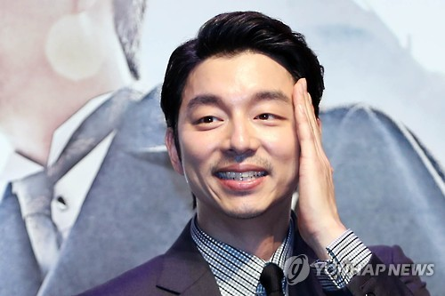 "In this file photo, South Korean actor Gong Yoo greets reporters during a publicity event in Seoul on Aug. 4, 2016, for the movie ""Age of Shadows."" (Yonhap)"