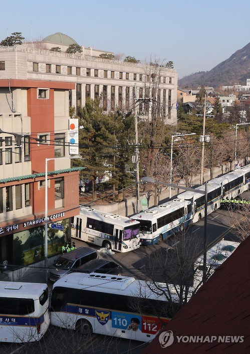 Police buses are deployed back-to-back around the Constitutional Court in Seoul on March 10, 2017, as police strengthen security at the court, which will rule on whether to impeach President Park Geun-hye the same day.