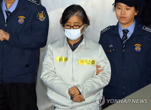 Choi Soon-sil, a key figure in the corruption scandal that led to parliament's impeachment of the president, arrives at the Seoul Central District Court for trial on March 10, 2017.