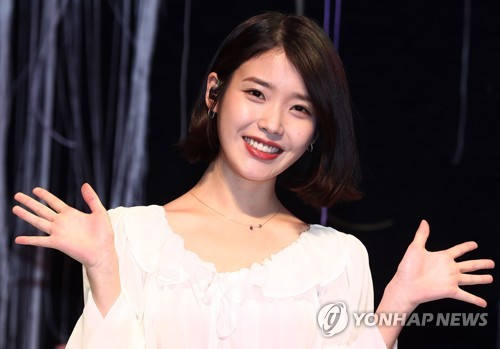 "Singer-songwriter IU poses for the camera at a media event on April 21, 2017, for the release of her fourth full-length album ""Palette"" at the Shinhan FAN Square in northern Seoul. (Yonhap)"