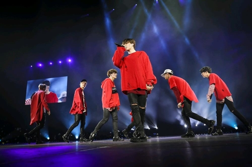 This image provided by Big Hit Entertainment shows South Korean idol group BTS performing at a recent concert in the U.S. (Yonhap)