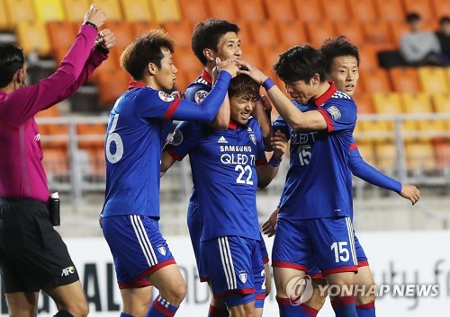 Suwon Samsung Bluewings players celebrate after Ko Seung-beom (C) scored a goal against Eastern SC during their AFC Champions League Group G match at Suwon World Cup Stadium in Suwon, Gyeonggi Province, on April 12, 2017. (Yonhap)