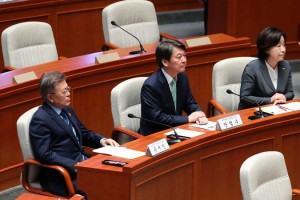 Moon Jae-in, left, of the Democratic Party, Mr. Ahn, center, and Sim Sang-jeung of the Justice Party at the National Assembly in Seoul, the capital, on Wednesday. Mr. Moon and Mr. Ahn have some similar views. Credit Lee Jin-Man/Agence France-Presse — Getty Images