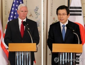 This combined photo shows South Korea's Acting President and Prime Minister Hwang Kyo-ahn (R) and U.S. Vice President Mike Pence speaking during a press conference at Hwang's official residence in Seoul on April 17, 2017. (Yonhap)