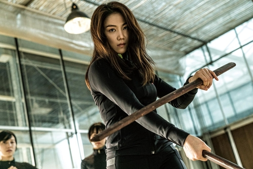 "This photo provided by New Entertainment World shows actress Kim Ok-vin as Suk-hee in ""The Villainess."" (Yonhap)"