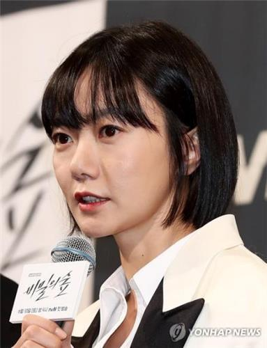 "Bae Doona, star of tvN's upcoming TV series ""Stranger,"" speaks to reporters at a press conference on May 30, 2017, at the Imperial Palace Hotel in southern Seoul. (Yonhap)"