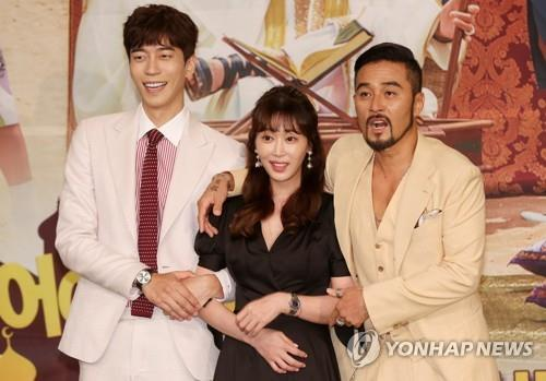 "Main cast of ""Man Who Dies to Live"" poses for the camera during a press conference on July 17, 2017, at MBC TV's headquarters in northwestern Seoul. (Yonhap)"