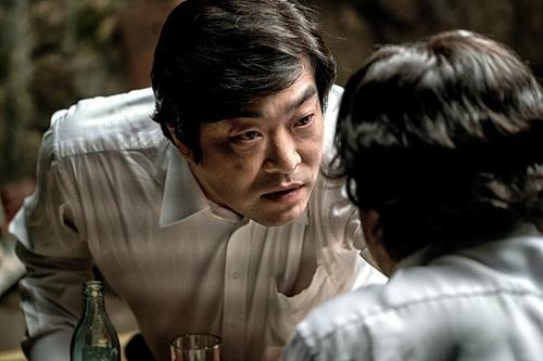 "A scene from ""Ordinary Person"" with lead star Son Hyun-joo. (L) (Yonhap)"
