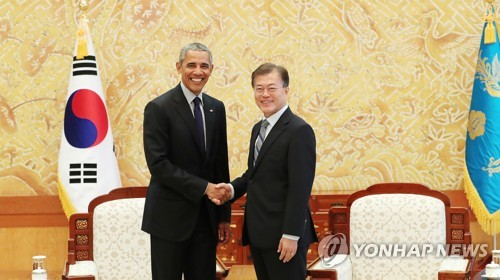 South Korean President Moon Jae-in (R) shakes hands with visiting former U.S. leader Barack Obama following their meeting at the presidential office Cheong Wa Dae in Seoul on July 3, 2017. (Photo courtesy of Cheong Wa Dae)