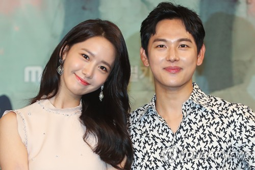 "Singer-actress Yoona (L) and actor Im Si-wan, lead stars in MBC TV's new period drama ""The King Loves,"" pose for the camera at a media event on July 3, 2017, at MBC TV's headquarters in western Seoul. (Yonhap)"