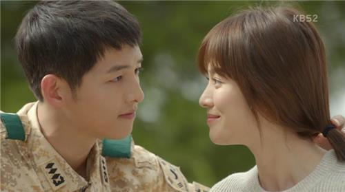 "A still from KBS 2TV series ""Descendants of the Sun"" showing actor Song Joong-ki (L) and actress Song Hye-kyo (Yonhap)"