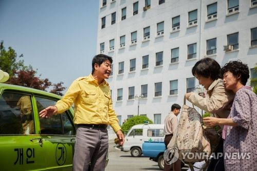 "This image released by Showbox is a scene from ""A Taxi Driver."" (Yonhap)"
