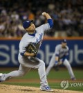 In this photo taken by the Associated Press on Aug. 6, 2017, Los Angeles Dodgers pitcher Ryu Hyun-jin throws a pitch against the New York Mets during a Major League Baseball game at Citi Field in New York. (Yonhap)