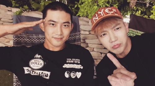 This screenshot from the Instagram account of 2PM member Jun. K (R) shows band mate Ok Taecyeon (L) rocking a military-style hair cut before entering the Army on Sept. 4, 2017. (Yonhap)