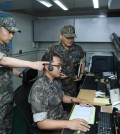 Gen. Lee Wang-keun (L), South Korea's Air Force chief of staff, inspects the operation of an early warning system against ballistic missile attacks at a local air defense unit on Aug. 31, 2017, in this photo provided by the Air Force. (Yonhap)