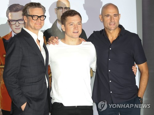 "The stars of the new movie ""Kingsman: The Golden Circle, 2017"" -- Colin Firth, Taron Egerton and Mark Strong (L to R) -- pose for a photo during a publicity event in Seoul on Sept. 21, 2017. The movie will be released in South Korea on Sept. 27. (Yonhap)"
