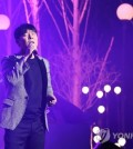 """Singer-actor Im Chang-jung performs on stage during a media showcase for his new EP album """"Do You Know This Person"""" at Blue Square Hall in central Seoul on Oct. 23, 2017. (Yonhap)"""