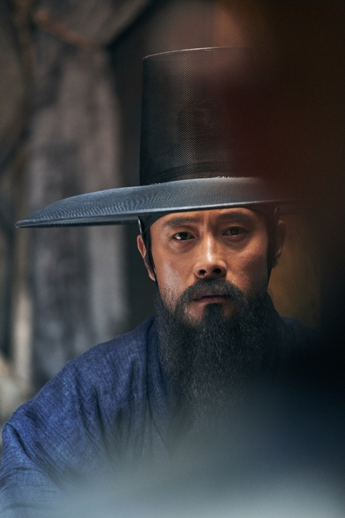 "A still from ""The Fortress"" featuring lead actor Lee Byung-hun (Yonhap)"