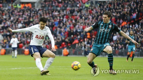 In this photo taken by the Associated Press, Tottenham Hotspur's Son Heung-min (L) shoots and scores his side's fourth goal during the English Premier League match between Tottenham Hotspur and Southampton at Wembley stadium in London on Dec. 26, 2017. (Yonhap)