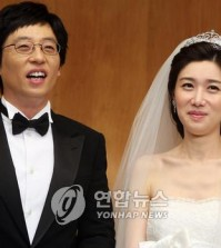 This file photo shows comedian Yoo Jae-suk and his television announcer wife Na Kyung-eun. (Yonhap)