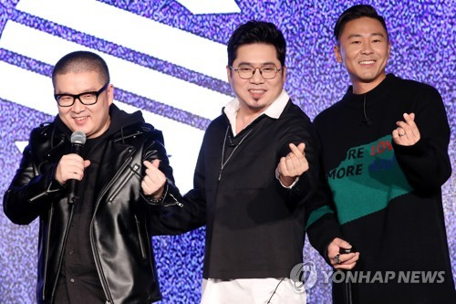 Members of '90s boy band Solid poses for photos at a media showcase on March 21, 2018, at the Understage in central Seoul. (Yonhap)