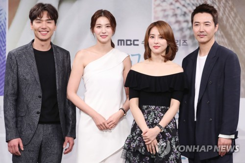 """Cast members of MBC's new series """"Let's Look at the Sunset Holding Hands"""" pose for photos during a media event held at the network's headquarters in Sangam-dong, western Seoul, on March 20, 2018. (Yonhap)"""
