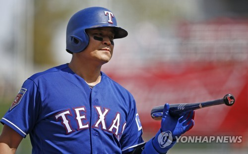 In this Associated Press file photo from March 8, 2018, Choo Shin-soo of the Texas Rangers returns to the dugout after striking out against the Chicago White Sox during the first inning of a spring training baseball game in Surprise, Arizona. (Yonhap)