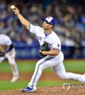 In this Associated Press photo, Oh Seung-hwan of the Toronto Blue Jays throws a pitch against the New York Yankees in the top of the eighth inning of a major league regular season game at Rogers Centre in Toronto on March 29, 2018. (Yonhap)