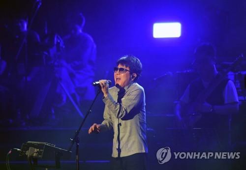 This photo taken April 1, 2018, shows South Korean singer Cho Yong-pil rehearsing ahead of a performance by a South Korean art troupe at East Pyongyang Grand Theatre in Pyongyang. (Yonhap)
