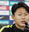 South Korea national football team midfielder Lee Seung-woo speaks to reporters ahead of training at Spartak Stadium in Lomonosov, a suburb of Saint Petersburg, Russia, on June 20, 2018. (Yonhap)