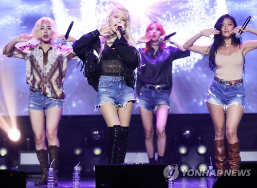 "This photo shows Mamamoo's showcase of their 6th EP, ""Yellow Flower,"" on March 7, 2018. (Yonhap)"