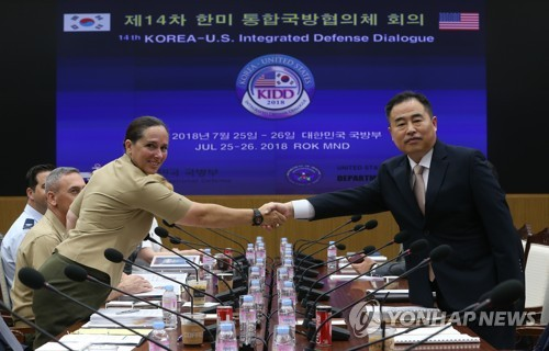 This photo, taken July 25, 2018, shows Deputy Minister for National Defense Policy, Yeo Suk-joo (R), shaking hands with Roberta Shea, acting deputy assistant secretary of defense at the 14th Korea-U.S. Integrated Defense Dialogue in Seoul. (Yonhap)