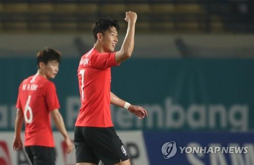 South Korea's Son Heung-min celebrates after scoring a goal against Kyrgyzstan in the men's football Group E match at the 18th Asian Games at Si Jalak Harupat Stadium in Bandung, Indonesia on Aug. 20, 2018. (Yonhap)