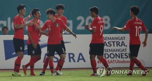South Korea's under-23 national football team players celebrate after scoring a goal against Kyrgyzstan in the men's football Group E match at the 18th Asian Games at Si Jalak Harupat Stadium in Bandung, Indonesia on Aug. 20, 2018. (Yonhap)