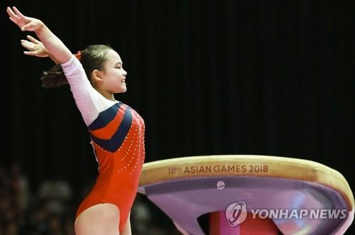 South Korean artistic gymnast Yeo Seo-jeong completes her second attempt in the women's vault final at the 18th Asian Games at JIExpo in Jakarta on Aug. 23, 2018. (Yonhap)