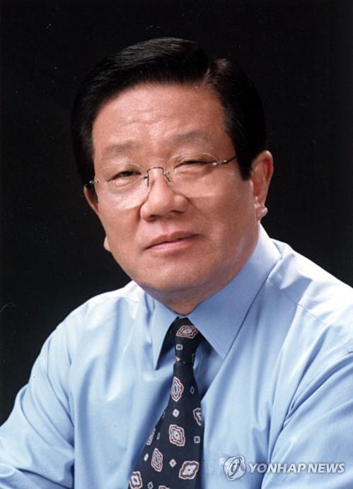 This file photo shows Veteran singer Choi He-joon. (Yonhap)