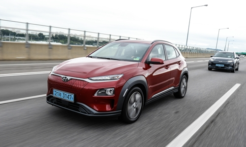 This photo provided by South Korea's biggest carmaker Hyundai Motor Co. shows a new electric version of its Kona subcompact sport utility vehicle (SUV) on expressways surrounding Seoul on Aug. 28, 2018. The new vehicle boasts an impressive range and various safety features. (Yonhap)