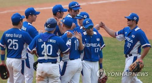 South Korean baseball players celebrate their 21-3 victory over Hong Kong in Group B game at the 18th Asian Games at GBK Baseball Field in Jakarta on Aug. 28, 2018. (Yonhap)