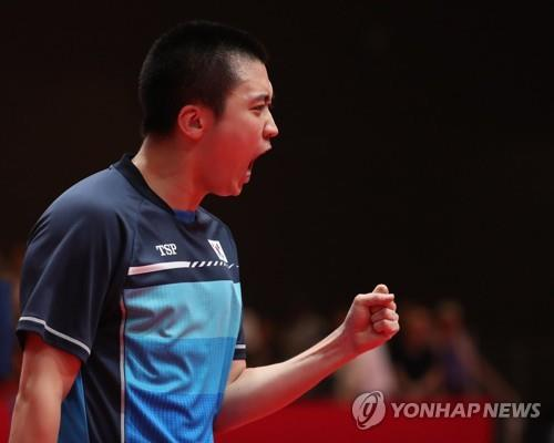 South Korean table tennis player Jeoung Young-sik celebrates during the men's table tennis team final against China at the 18th Asian Games in Jakarta on Aug. 28, 2018. (Yonhap)