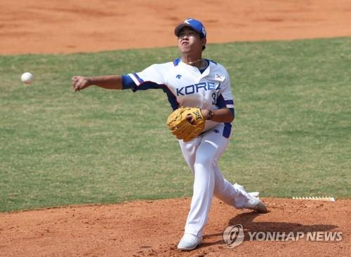 South Korean starter Im Gi-yeong throws a pitch against China in a baseball super round game at the 18th Asian Games at GBK Baseball Field on Aug. 31, 2018. (Yonhap)