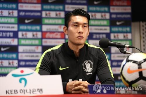 South Korea national football team defender Lee Yong speaks during a press conference at Goyang Stadium in Goyang, north of Seoul, on Sept. 6, 2018, one day ahead of South Korea's friendly football match against Costa Rica. (Yonhap)
