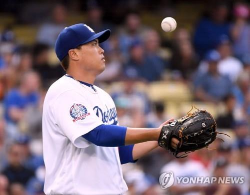 In this Getty Images photo, Ryu Hyun-jin of the Los Angeles Dodgers reacts to a single by Brandon Nimmo of the New York Mets in the top of the sixth inning of a Major League Baseball regular season game at Dodgers Stadium in Los Angeles on Sept. 5, 2018. (Yonhap)
