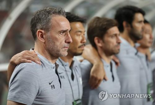 South Korea national football team head coach Paulo Bento listens to South Korea's national anthem with his coaching staff ahead of a friendly football match between South Korea and Costa Rica at Goyang Stadium in Goyang, north of Seoul, on Sept. 7, 2018. (Yonhap)