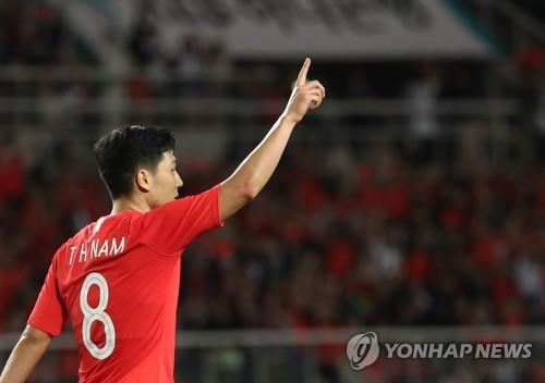 South Korea's attacking midfielder Nam Tae-hee celebrates after scoring a goal in a friendly match against Costa Rica at Goyang Stadium in Goyang, north of Seoul, on Sept. 7, 2018. (Yonhap)