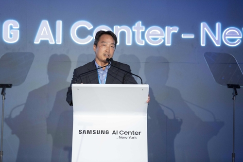 In this photo, provided by Samsung Electronics Co., Daniel D. Lee, chief of Samsung's AI research center in New York City, speaks during its opening ceremony on Sept. 7, 2018. (Yonhap)